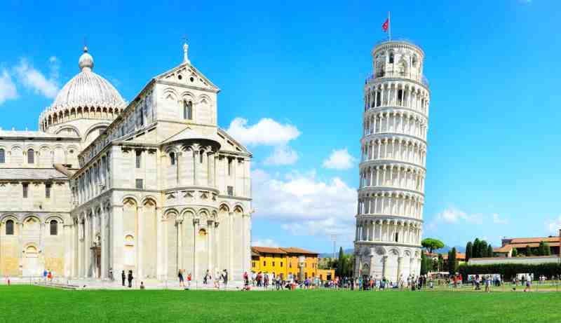 the leaning tower of Pisa , Italy