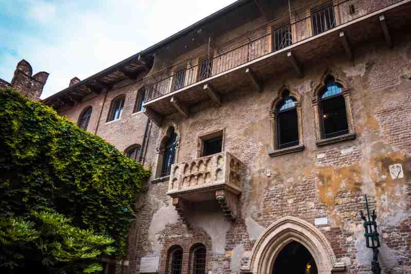 Balcony of Romeo and Juliet in Verona, Italy.