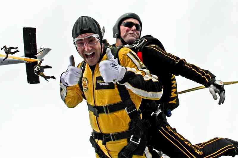 tandem-skydivers