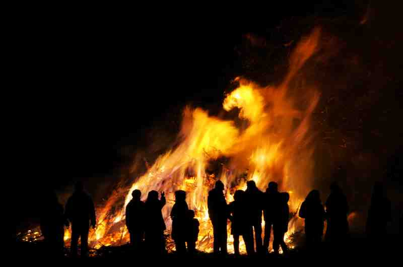 throw a bonfire party