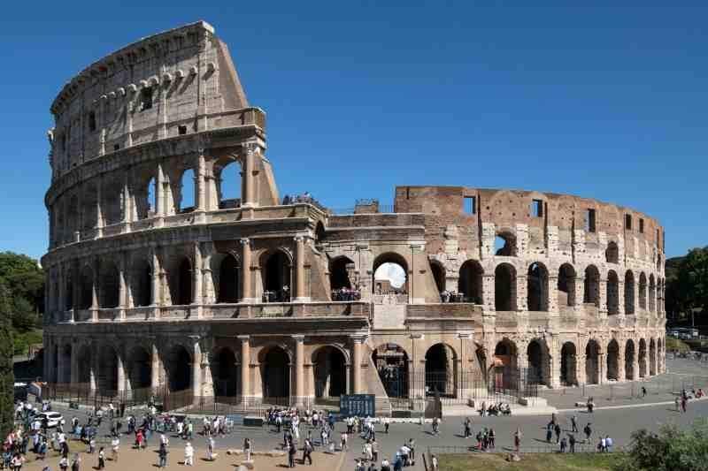 Tourist crowds at the Colosseum