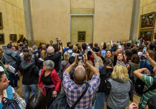 The Mona Lisa during peak times